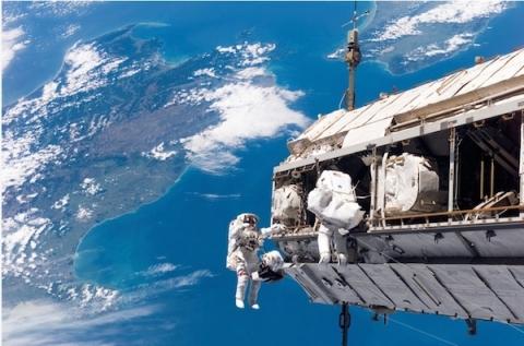 قدم زدن در فضا