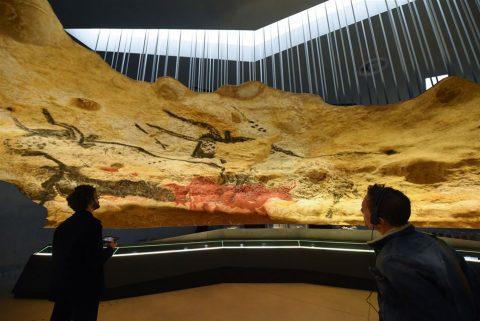 کپی های عظیم نقاشی های غار لاسکو در بنایی معاصر
