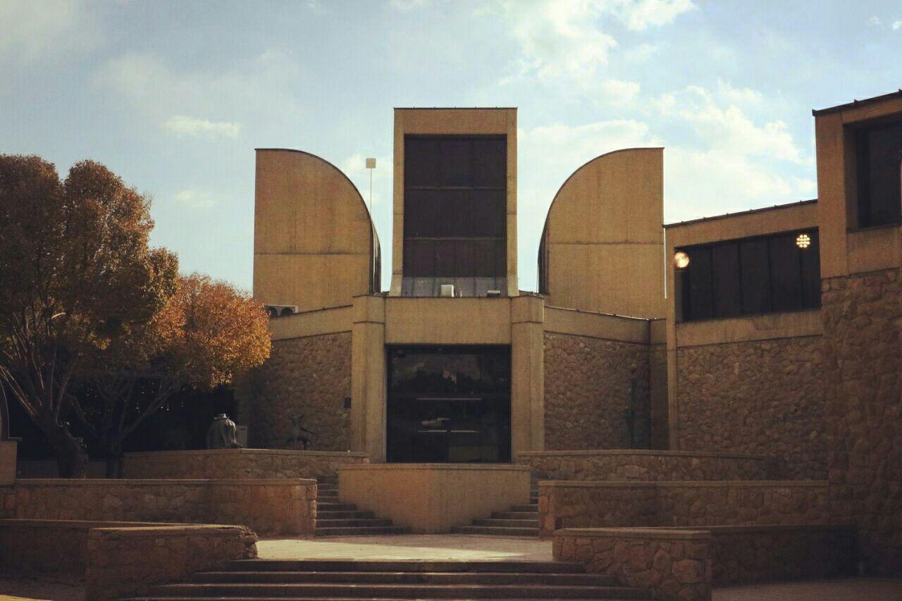 واکنش هنرمندان به تغییر نشان موزه هنرهای معاصر تهران