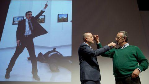 عکاس ترک با ثبت لحظه ترور سفیر روسیه برنده ورلد پرس فوتو امسال شد