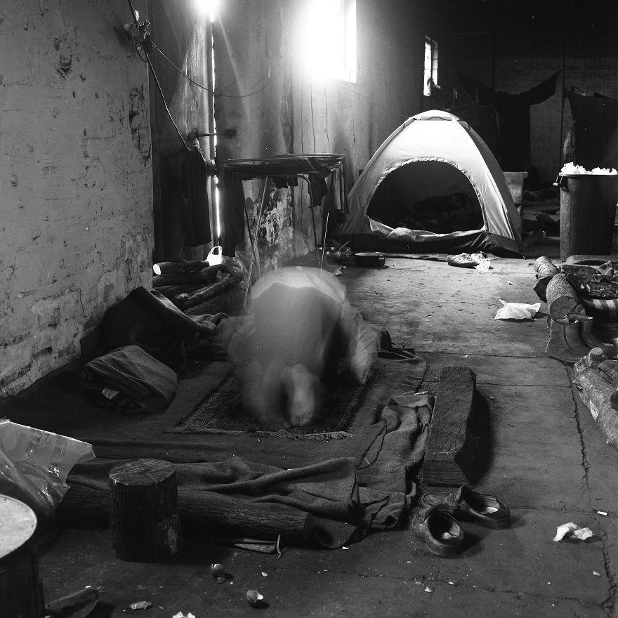 دو ماه عکاسی در آخرین اردوگاه مهاجران غیرقانونی بلگراد