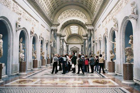ناراحتی موزه های واتیکان از بازدیدکنندگان بی فرهنگ