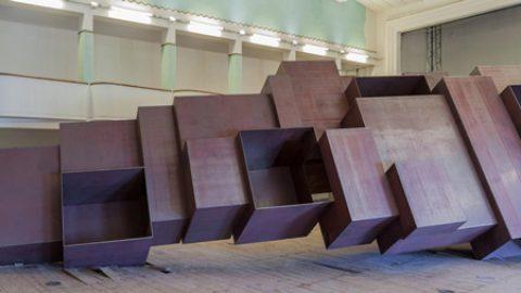 تفاوت چیدمان با مجسمه در آثار آنتونی گورملی