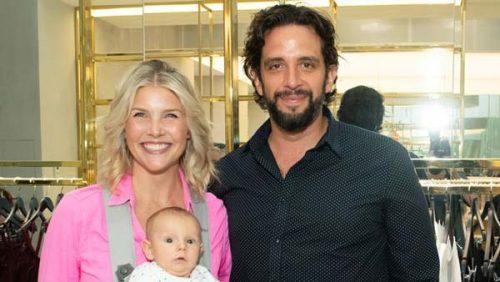 نیک کوردرو به همراه همسرش آماندا کلوتس و فرزندشان