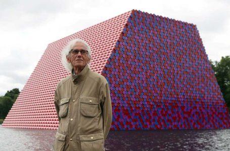 اجرای پروژهی لفاف پیچی طاق نصرت پاریس از کریستو